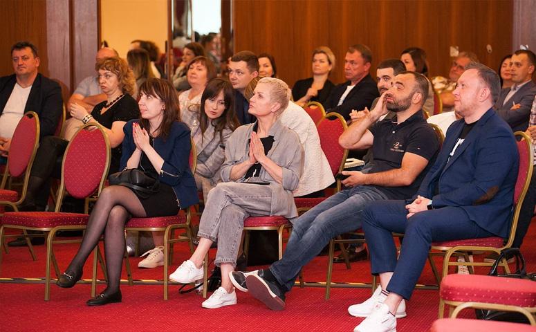 «Мебель Москва» успела провести дилерский бизнес-саммит