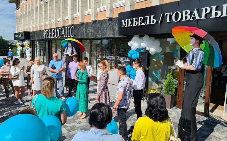 В Чите открылся обновленный магазин мебели и товаров для дома «Ренессанс»