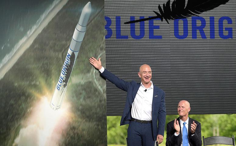 Джефф Безос поблагодарил клиентов Amazon за то, что они оплатили его полёт в космос. Клиентам это не понравилось.